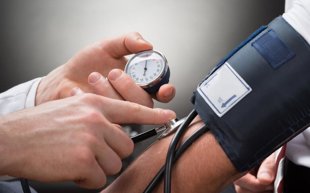What type of medicals (health checks) are available at the Kalmed clinic?